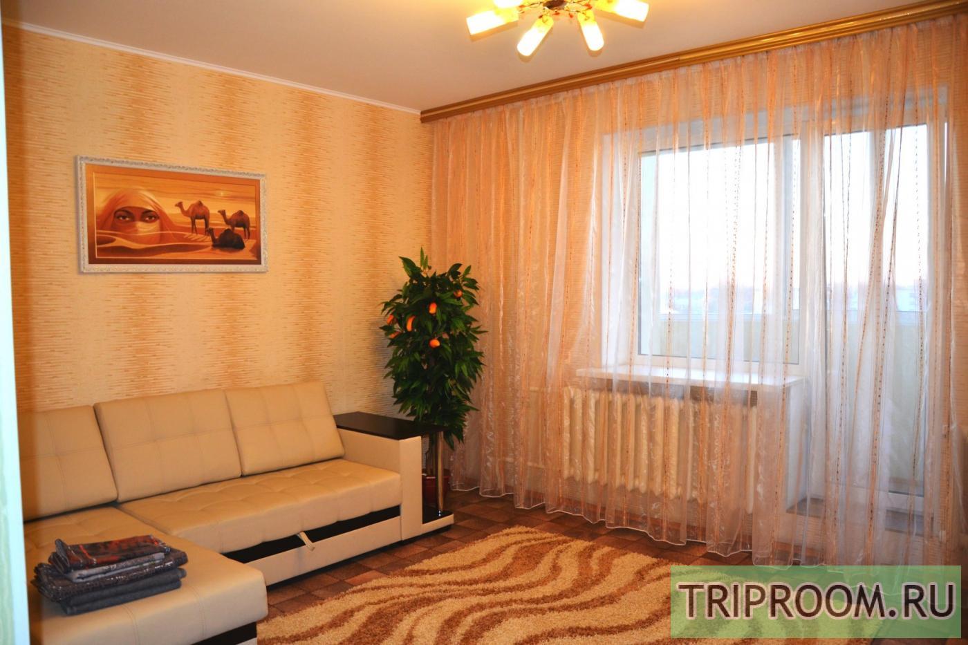 Снять двухкомнатную квартиру на сутки в доме с лифтом в поче.